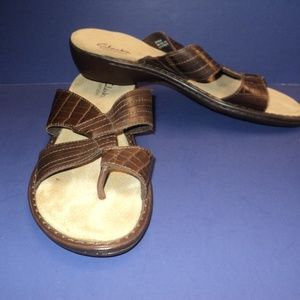 Clarks Bendables Women's 9M Thong Sandals Brown